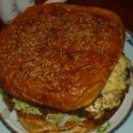 ホーチミンの巨大なハンバーガーで有名な「BLACK CAT」