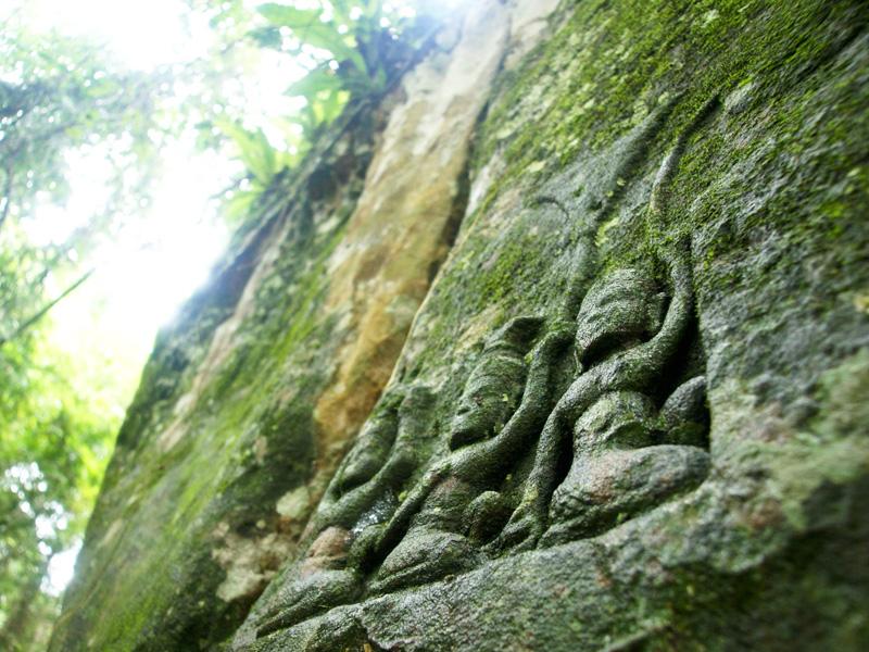 クバール・スピアンの石の彫刻