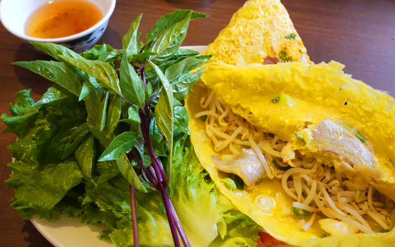 ベトナム版お好み焼きバインセオ