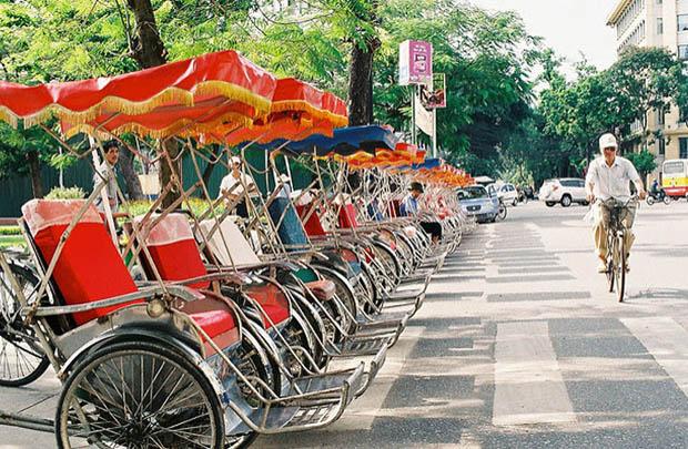 ハノイ市内をまわるシクロツアー