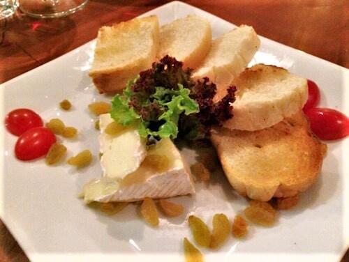 ハノイのカジュアルフレンチCOUSINS3ワインのお供にチーズ