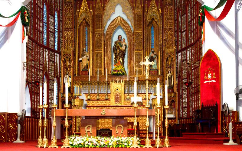ハノイ大教会内部