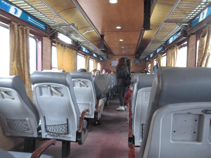 ベトナム列車シート 外観