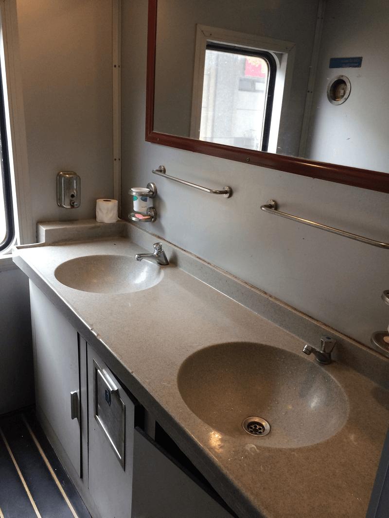 列車内 洗面所