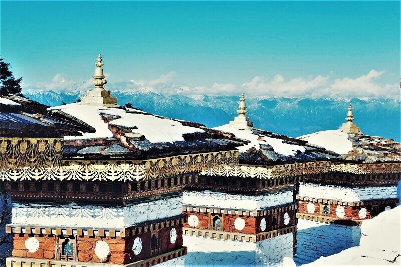 雪の積もったブータン・ティンプー
