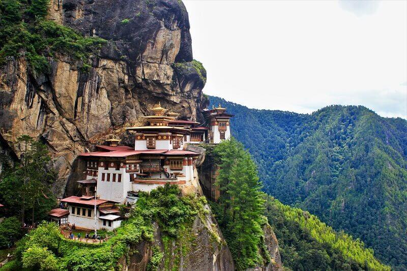 ブータンの象徴的なタクツァン僧院