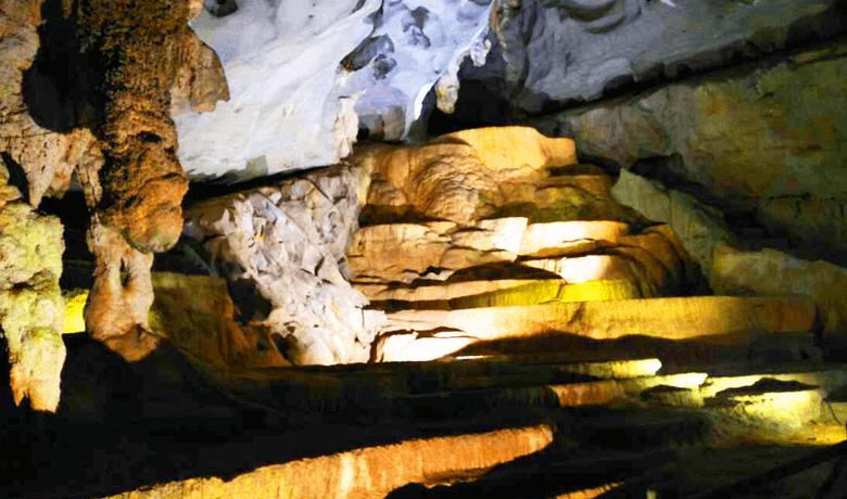 フォンニャ洞窟 池と鍾乳洞
