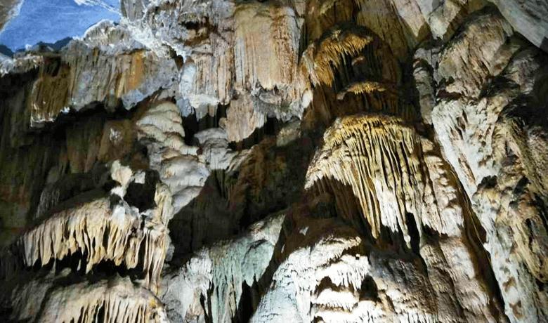 フォンニャ洞窟 魅惑の鍾乳洞