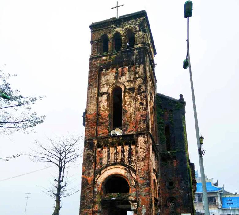 聖母マリア様が現れたという話から建てられた教会