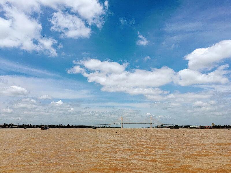 どこまでも広がるメコン川の風景