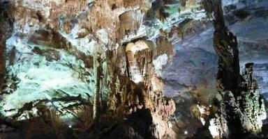 フォンニャ洞窟の美しい鍾乳洞