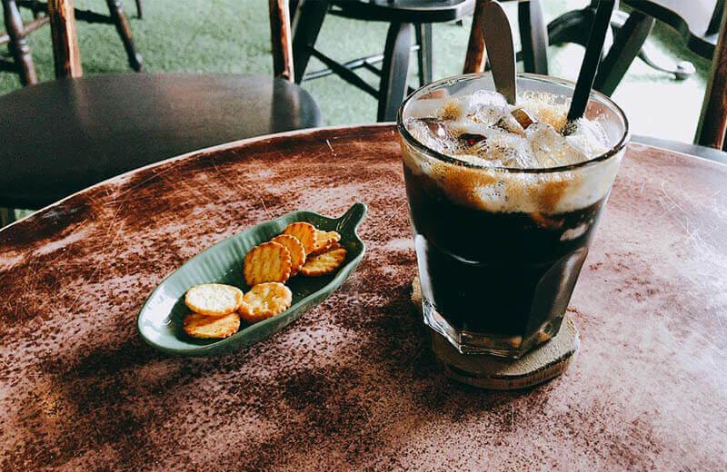 コーヒー、クラッカー
