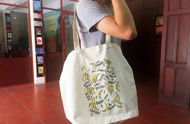 ホイアンのバナナ柄バッグ