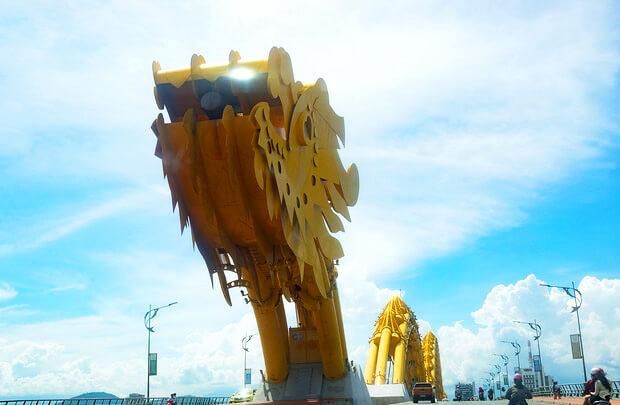 ダナンを象徴するドラゴン橋