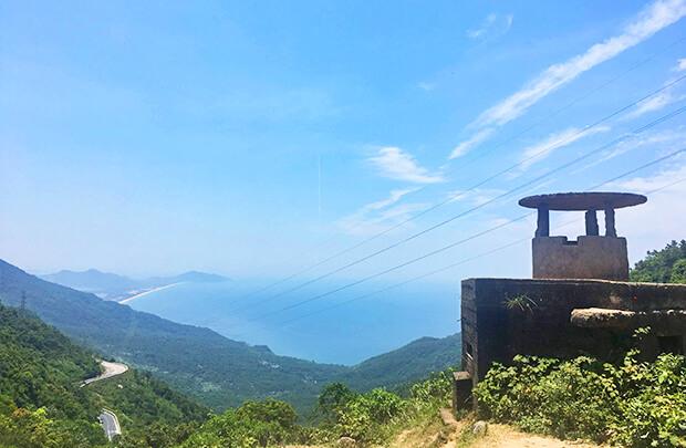 ダナンフエ間にあるハイヴァン峠からの景色