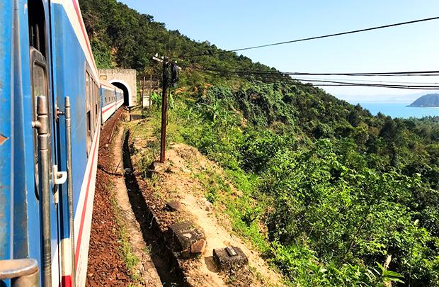 ダナンフエ間のベトナム列車2