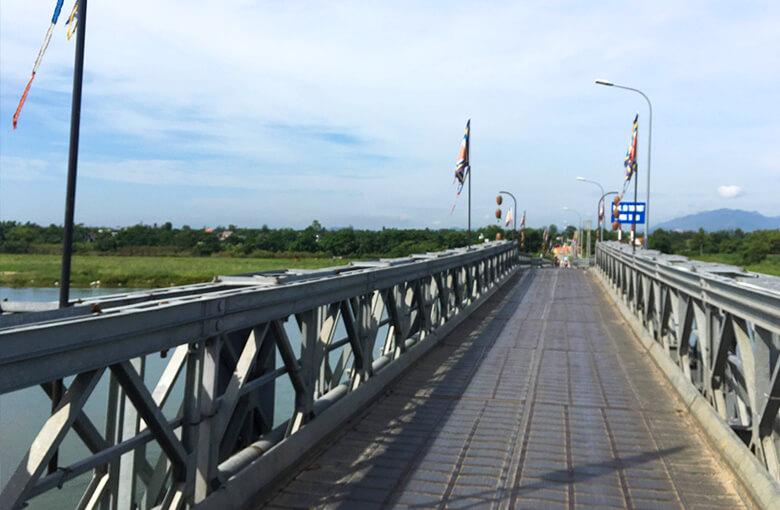 ホイアンおすすめバイクツアーでわたる橋その1