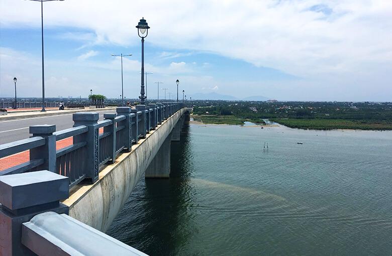 ホイアンおすすめバイクツアーで立寄る橋その3
