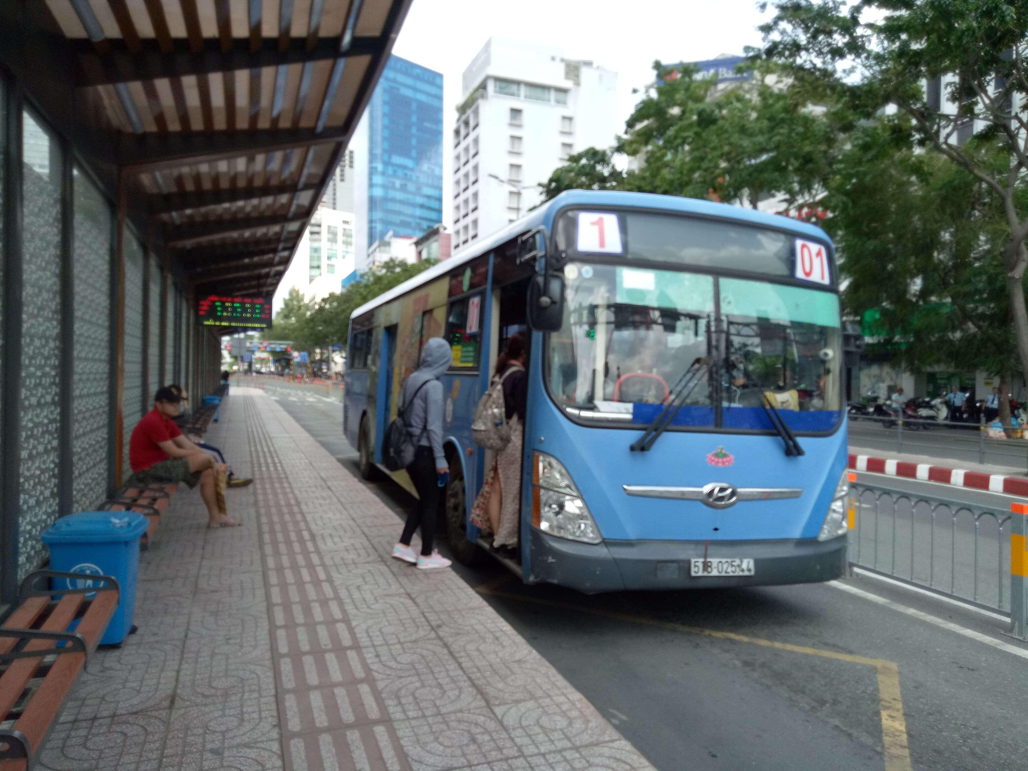 チョロン行き1番バス
