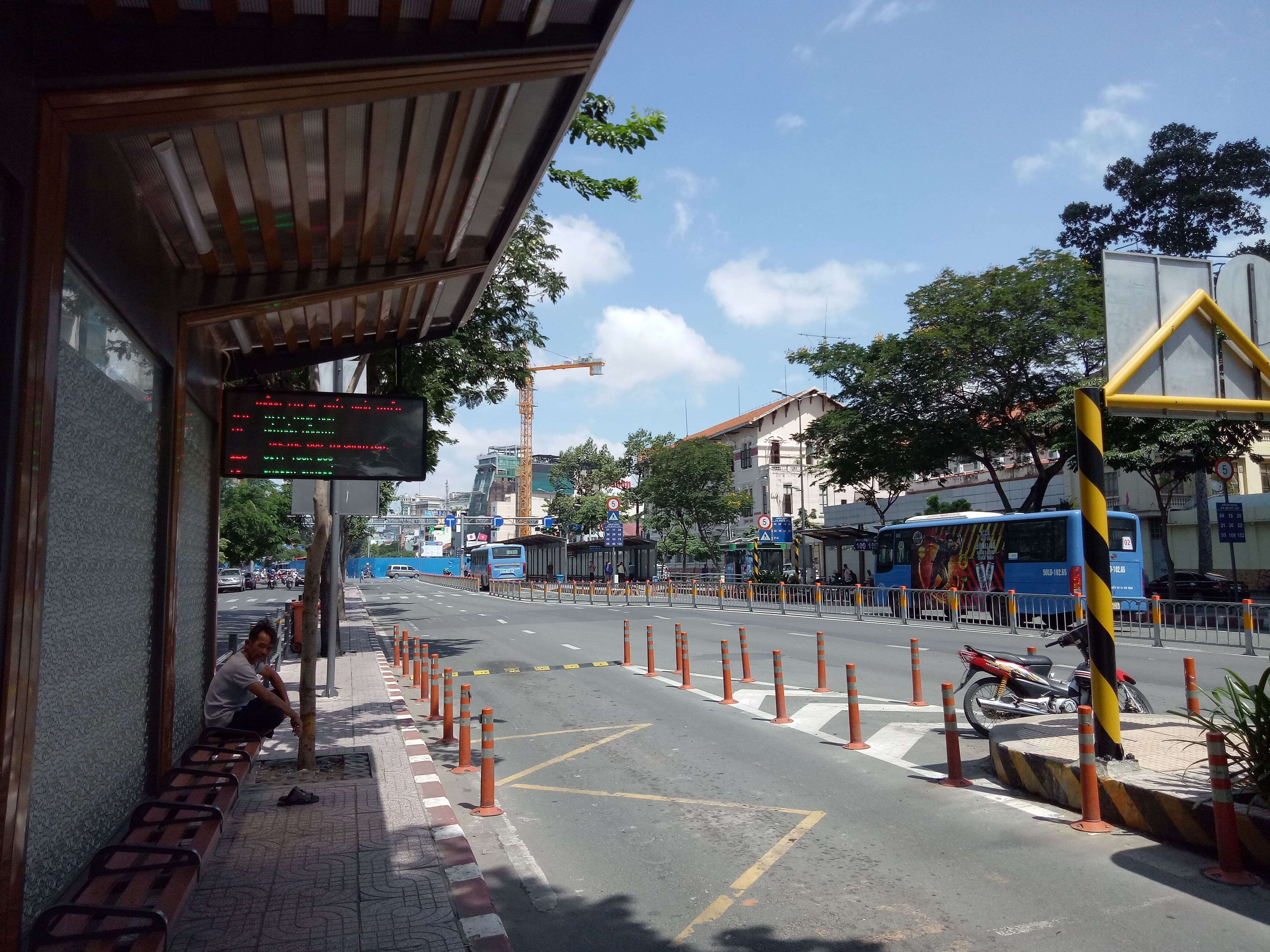 グエンフエ通りバスターミナル