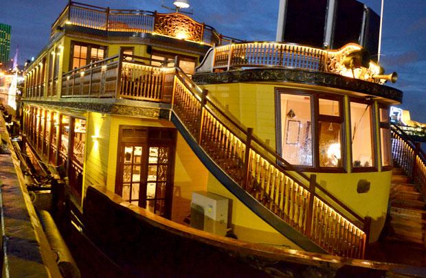 サイゴン川ボンサイ号クルーズ船