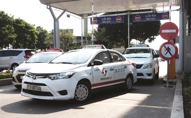 ダナン・ホイアンの安全タクシー ビナサンタクシー