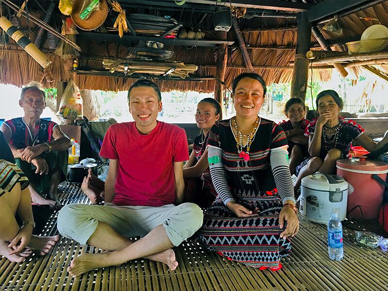 ベトナムの少数民族カトゥ族と久保