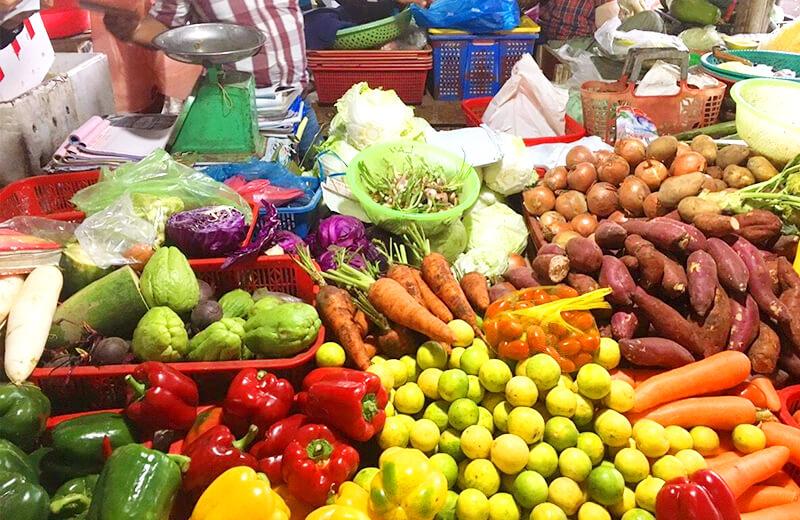 ホイアン市場は現地の住民も多く利用します