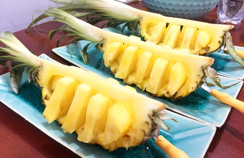 ホイアンの料理教室の食後のデザートのパイナップル