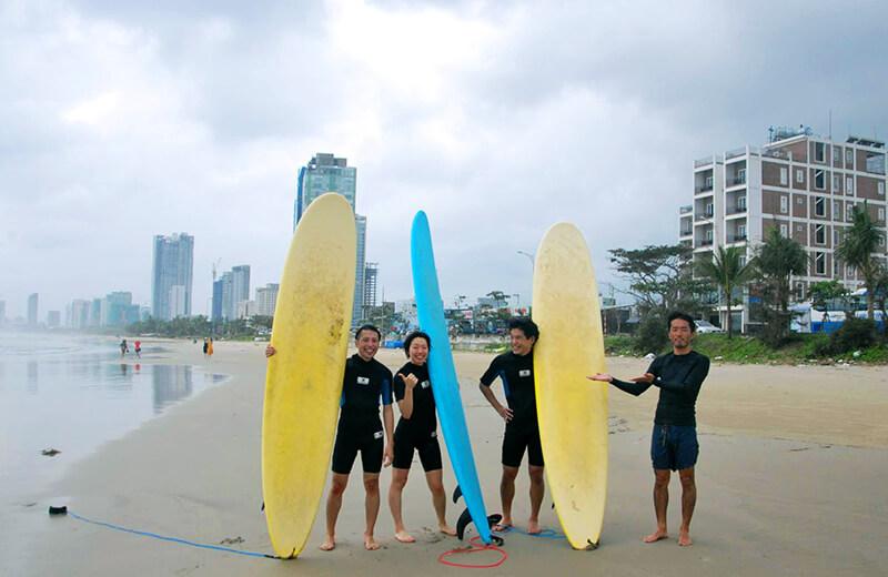 集合写真 - ダナンの日本語サーフィン体験教室