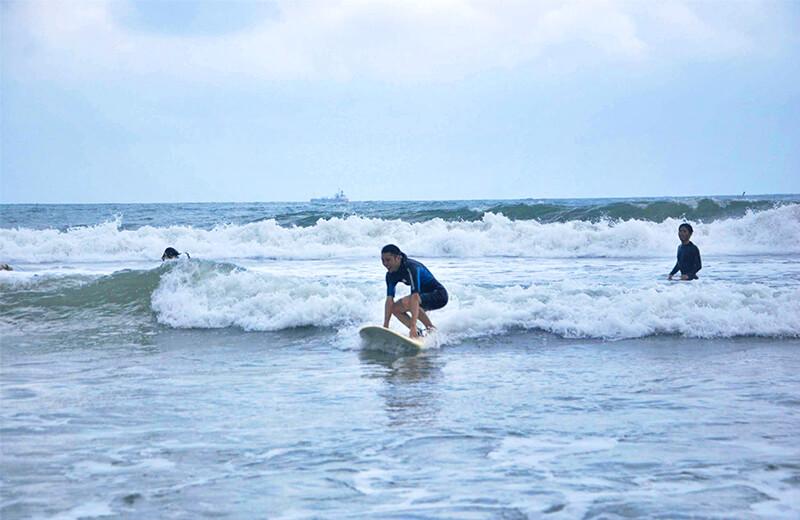 生まれたての小久保 - ダナンの日本語サーフィン体験教室