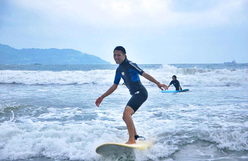どや顔の久保 - ダナンの日本語サーフィン体験教室