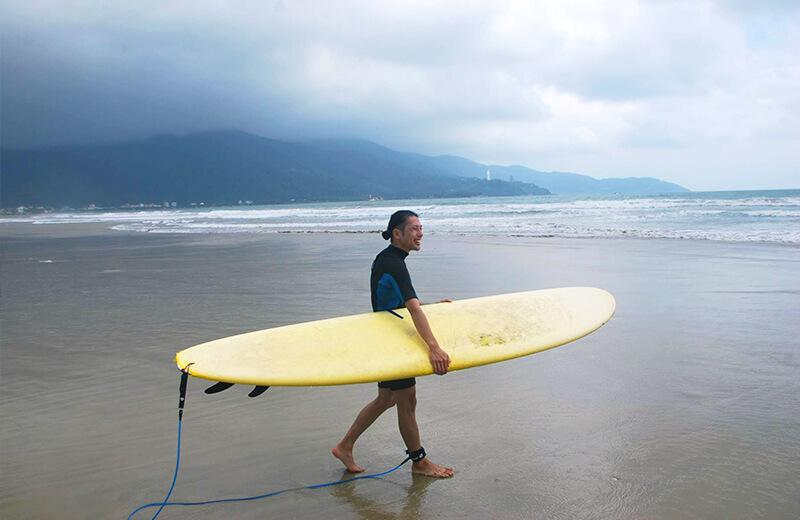 久保の初サーフィン - ダナンの日本語サーフィン体験教室