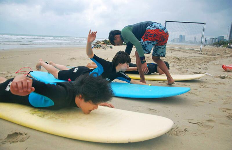完全個別指導 - ダナンの日本語サーフィン体験教室
