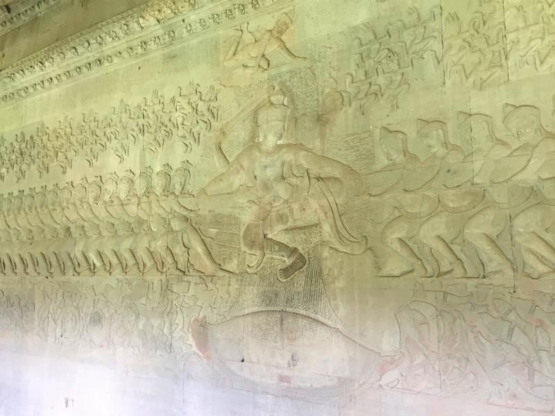 中央に描かれているのは采配を振るうヴィシュヌ神