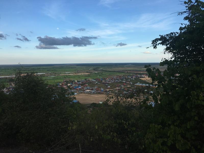 小高い山の上からは街を見下ろすことができます
