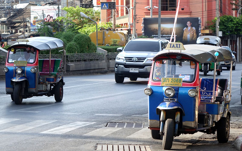 バンコクの風景( トゥクトゥク 三輪車)
