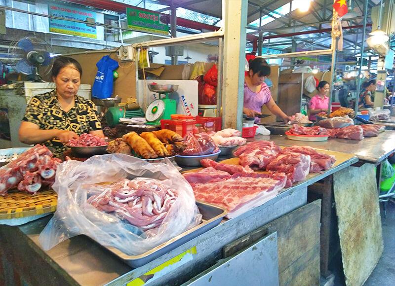 ホム市場の肉塊 - 見るだけで超楽しい!ハノイの市場の情報まとめ【ドンスアン市場・ハンザ市場・ホム市場】