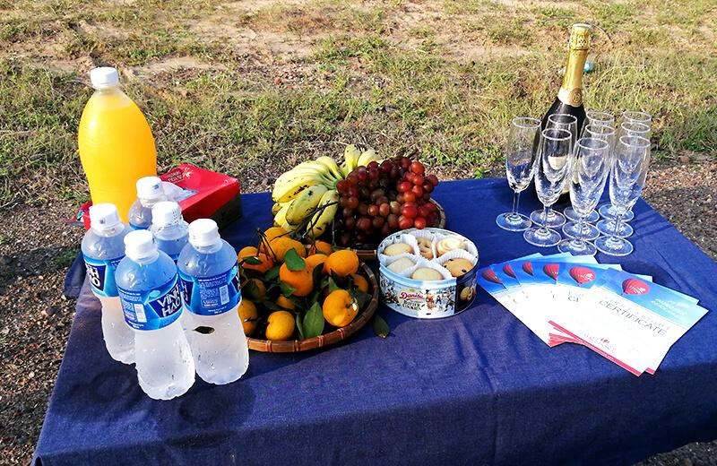 フライト後にはシャンパンも- ムイネー観光気球ツアーレポ