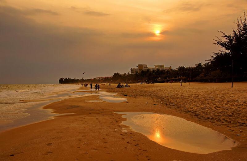 ビーチで見るムイネーの夕日
