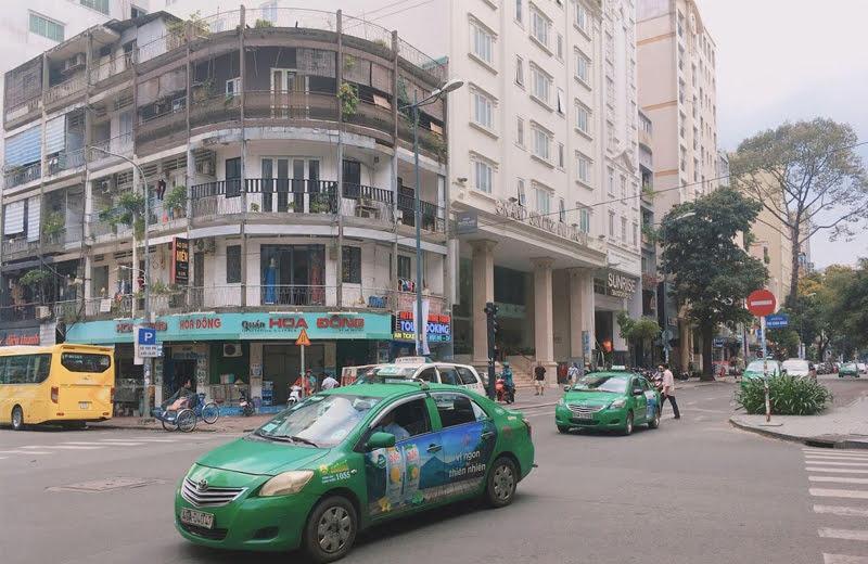 タクシーのぼったくり防止のためにも、現在地情報が確認できるネット環境が必要