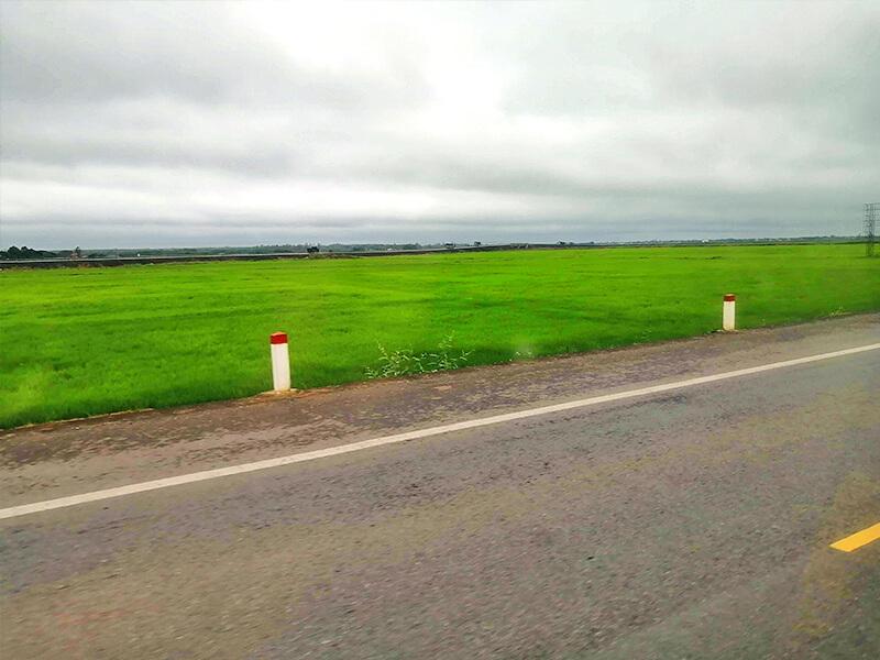 のどかな車窓からの風景- フエからベトナム戦争時代の国境地帯 DMZ(非武装地帯)ツアーに参加してきた。
