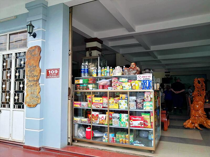 DMZツアーの昼食レストラン- フエからベトナム戦争時代の国境地帯 DMZ(非武装地帯)ツアーに参加してきた。