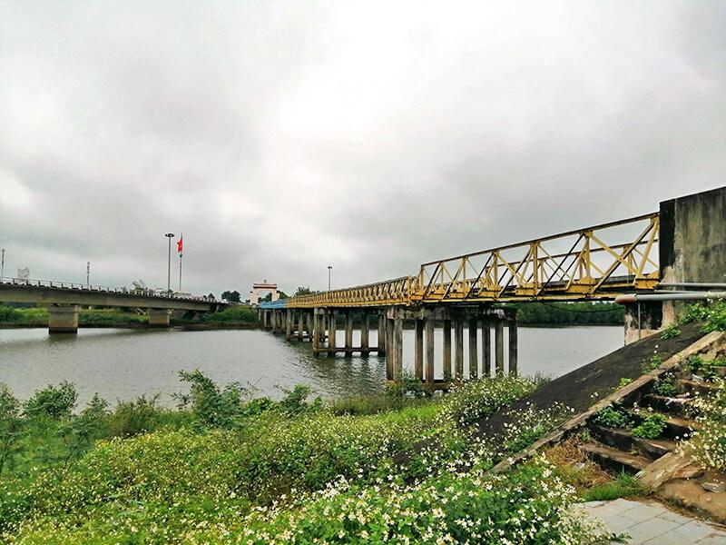南側から見るヒエンルオン橋 - フエからベトナム戦争時代の国境地帯 DMZ(非武装地帯)ツアーに参加してきた。