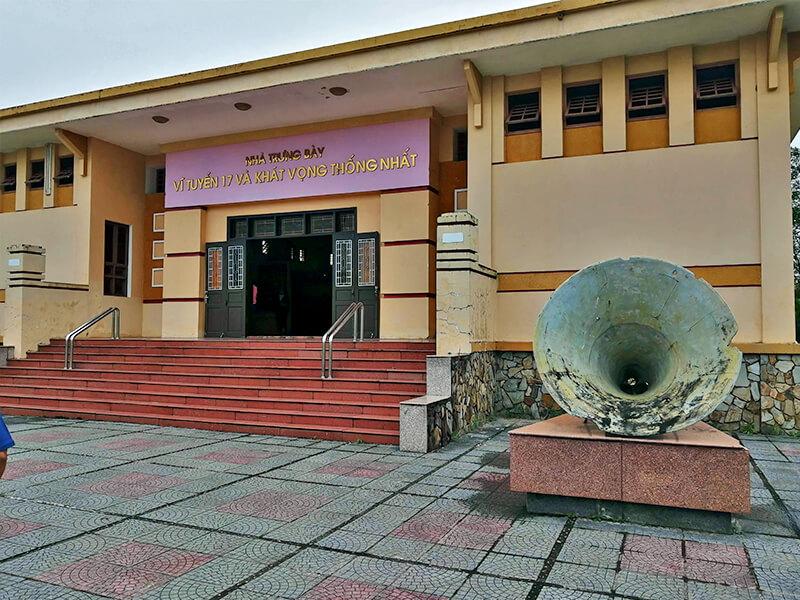ヒエンルオン橋の近くにある博物館 - フエからベトナム戦争時代の国境地帯 DMZ(非武装地帯)ツアーに参加してきた。