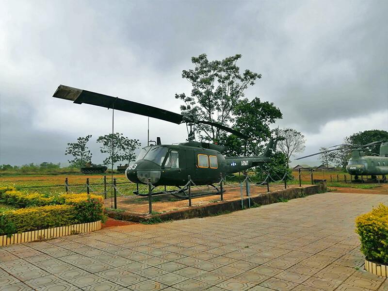 ケサン基地のヘリコプター - フエからベトナム戦争時代の国境地帯 DMZ(非武装地帯)ツアーに参加してきた。
