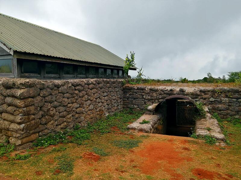 ケサン基地の塹壕 - フエからベトナム戦争時代の国境地帯 DMZ(非武装地帯)ツアーに参加してきた。
