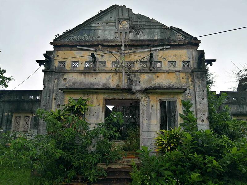 ロンフン教会 - フエからベトナム戦争時代の国境地帯 DMZ(非武装地帯)ツアーに参加してきた。