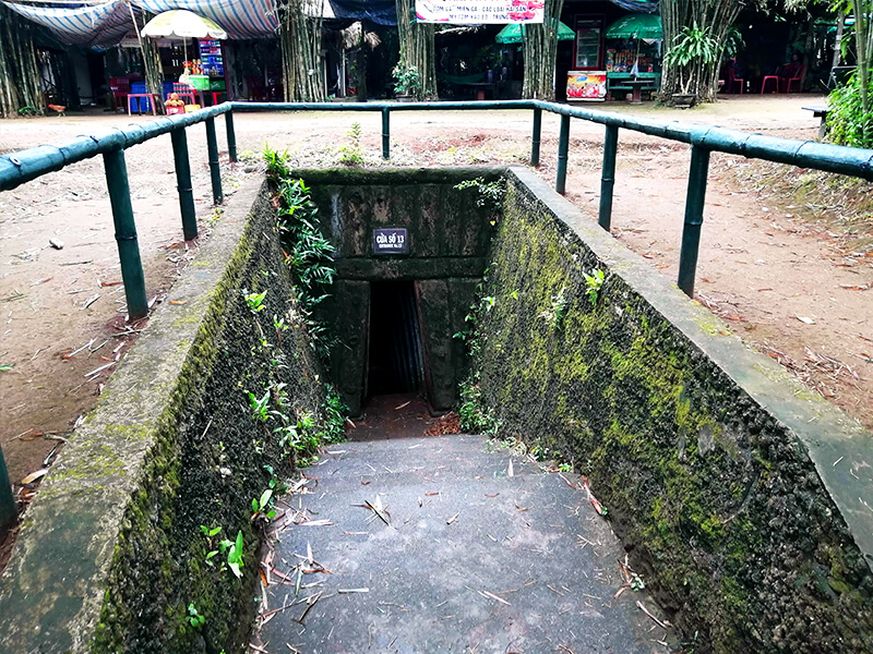 ビンモックトンネル(ヴィンモックトンネル)の13番入り口 - フエからベトナム戦争時代の国境地帯 DMZ(非武装地帯)ツアーに参加してきた。