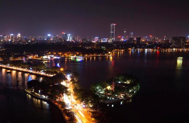 夜のタイ湖